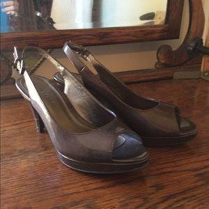 Bandolino bronze along back shoe classic